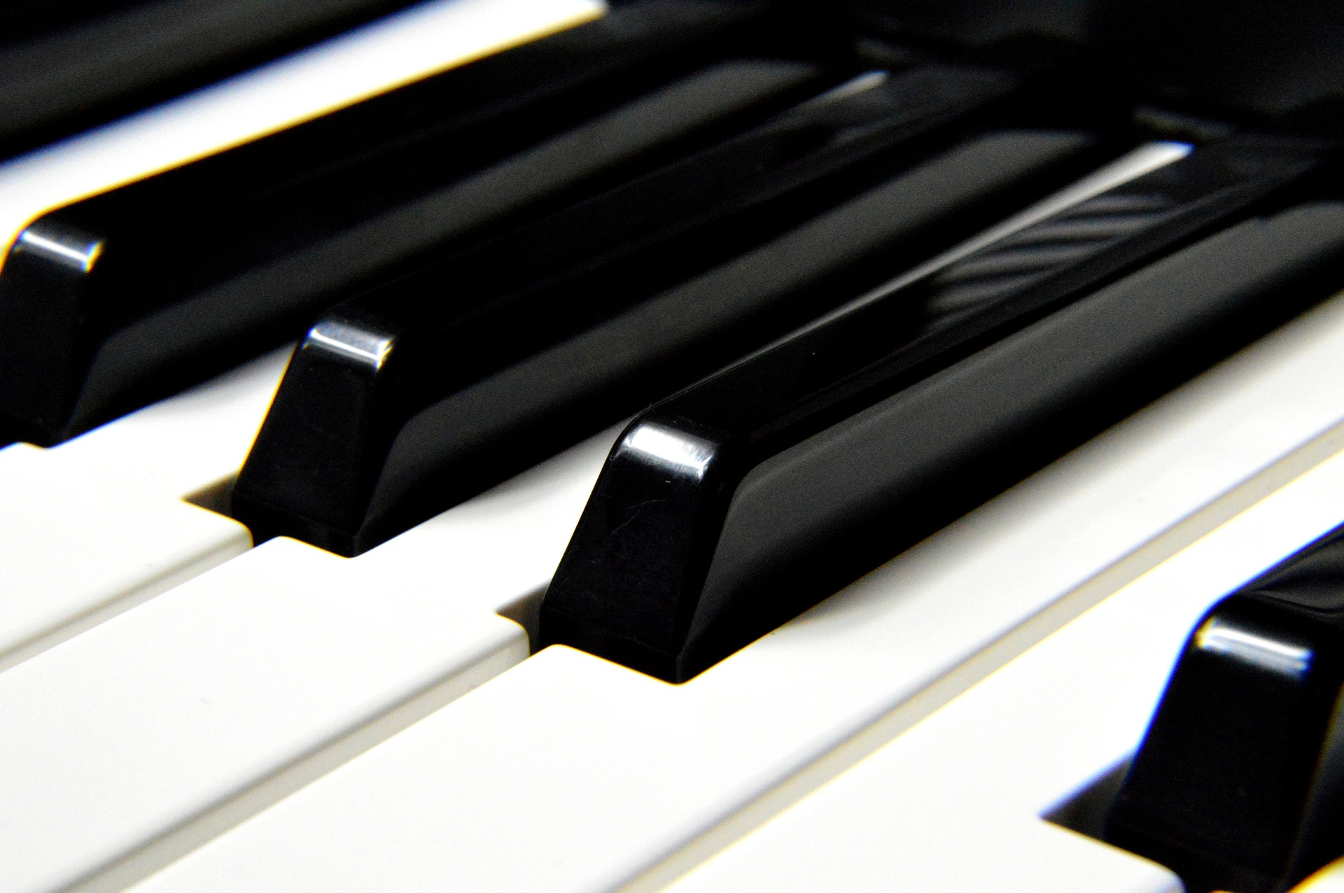 Piano Teacher Near Me: Why Piano Schools May Be a Better Option